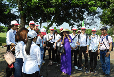 Students from Hue Tourism college outside